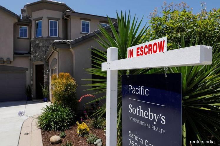 U.S. home sales tumble as coronavirus keeps buyers indoors