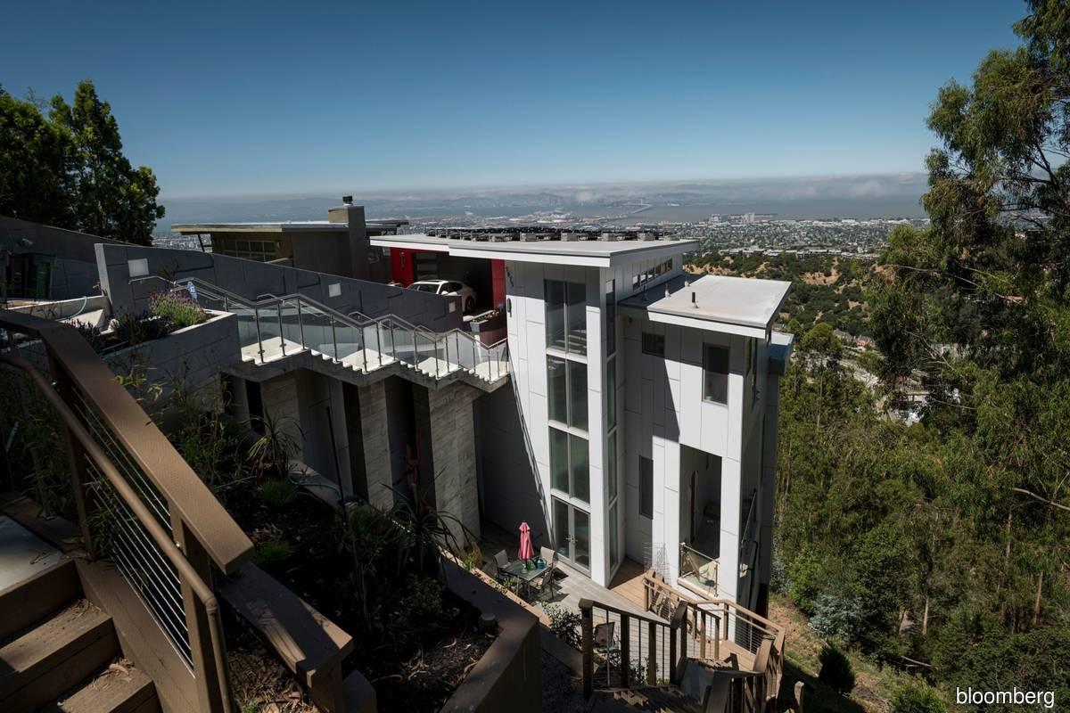 Luxury home sales surge, highlighting US housing wealth gap