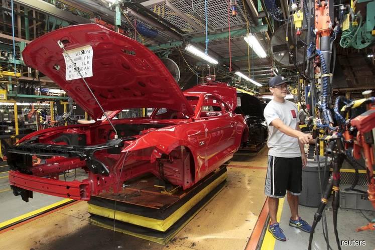 U.S. manufacturing rebounds; construction spending falls