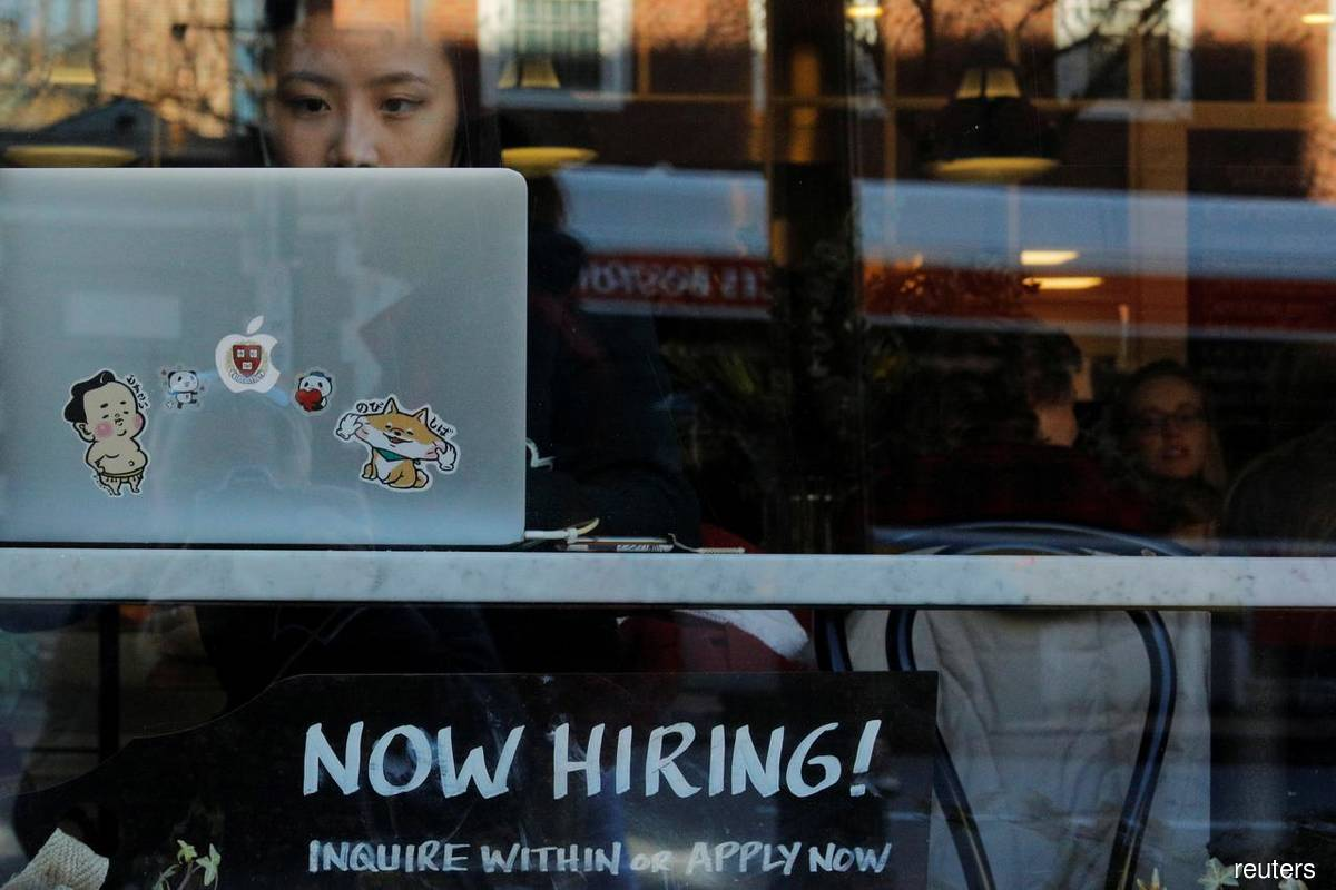 US private payrolls miss expectations, point to slowing labour market recovery