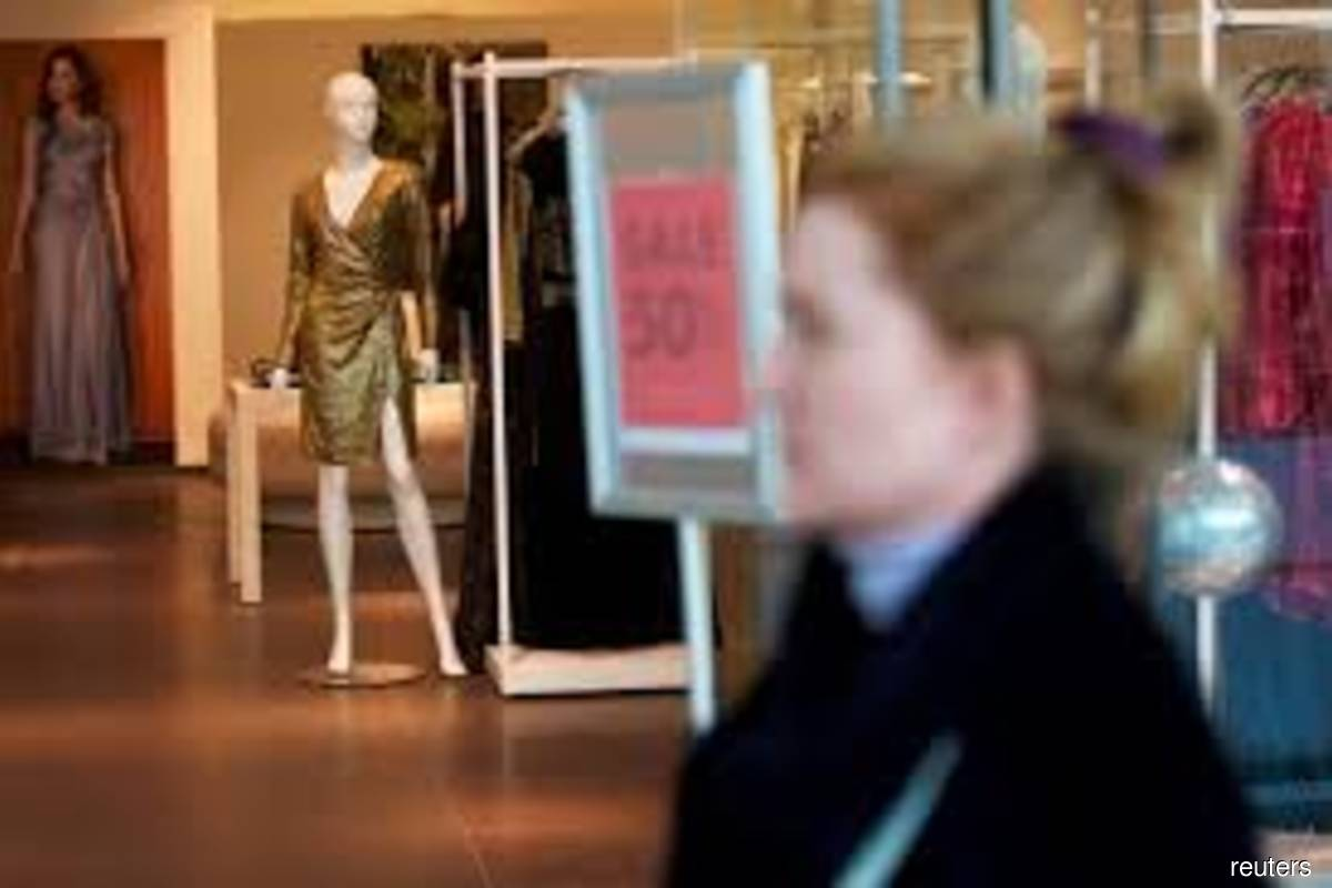 US retail sales beat expectations; outlook murky