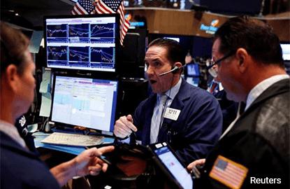 Nasdaq hits record; bank earnings validate Wall St rally