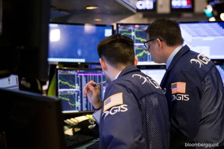 Tech rally lifts U.S. stocks as treasuries slip