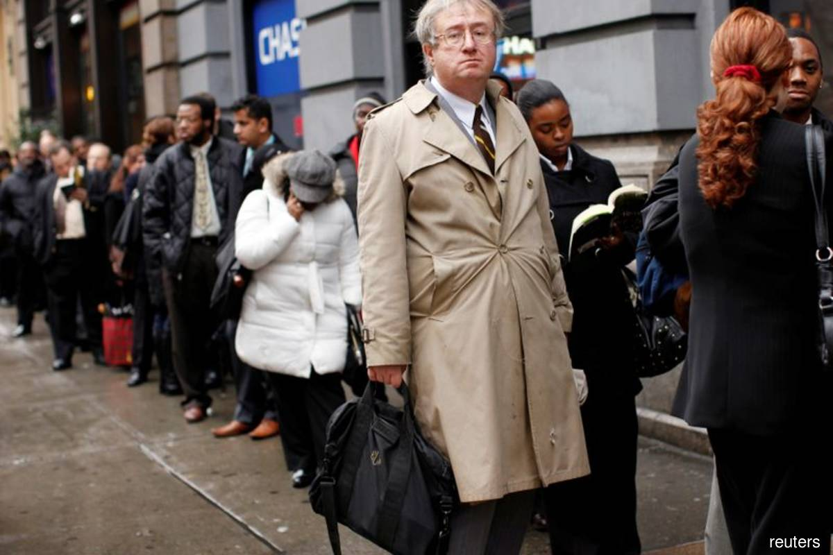 US weekly jobless claims rise moderately as labour market stabilises