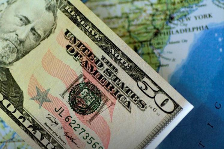 US dollar resumes ascent as investors panic about coronavirus, scramble for cash