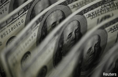 Dollar on defensive, hits 1-month low vs yen