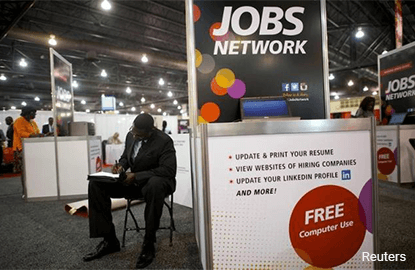 U.S. jobless claims fall; productivity slows in Q4