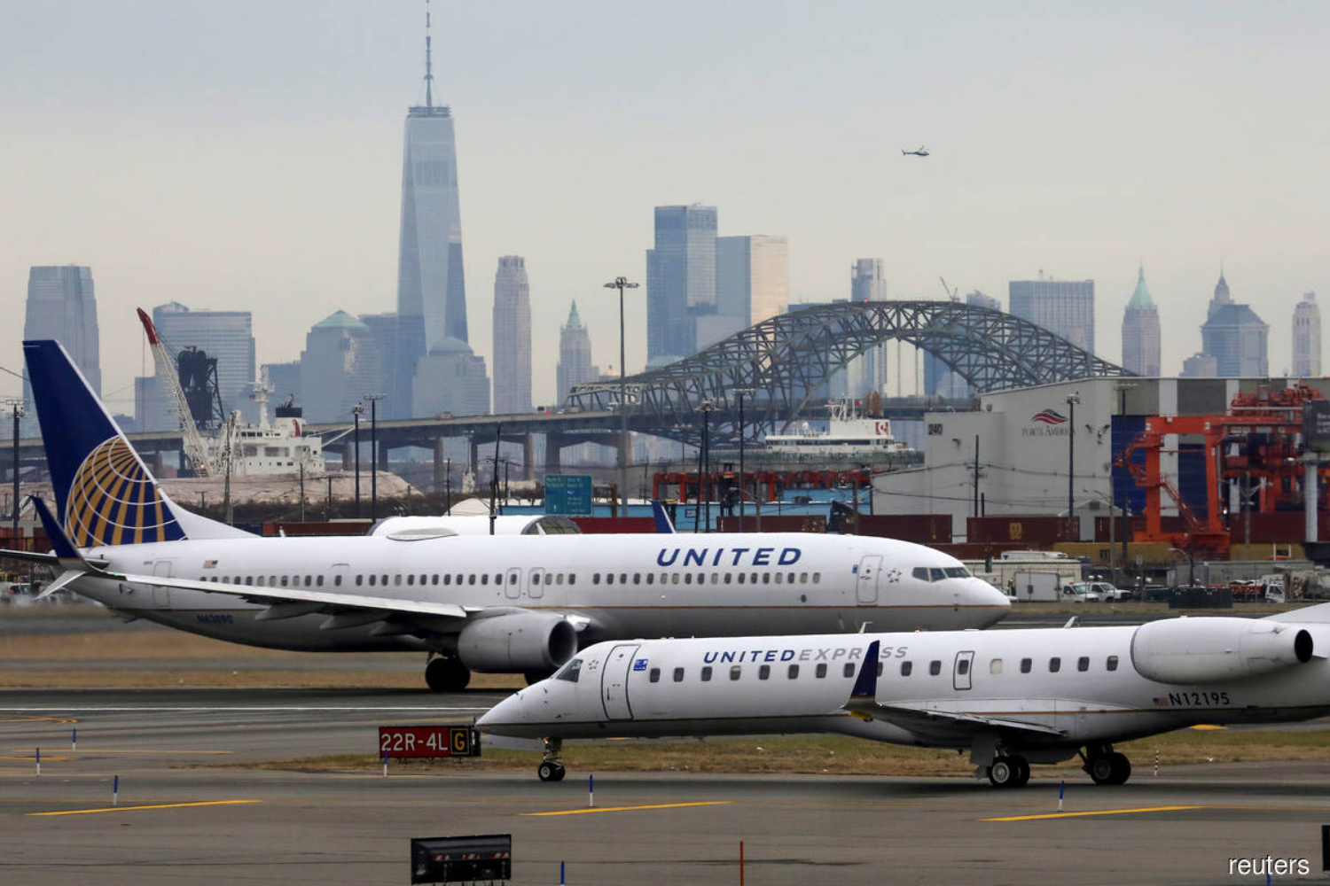 United Airlines posts fourth straight quarterly loss and pledges more cost cuts