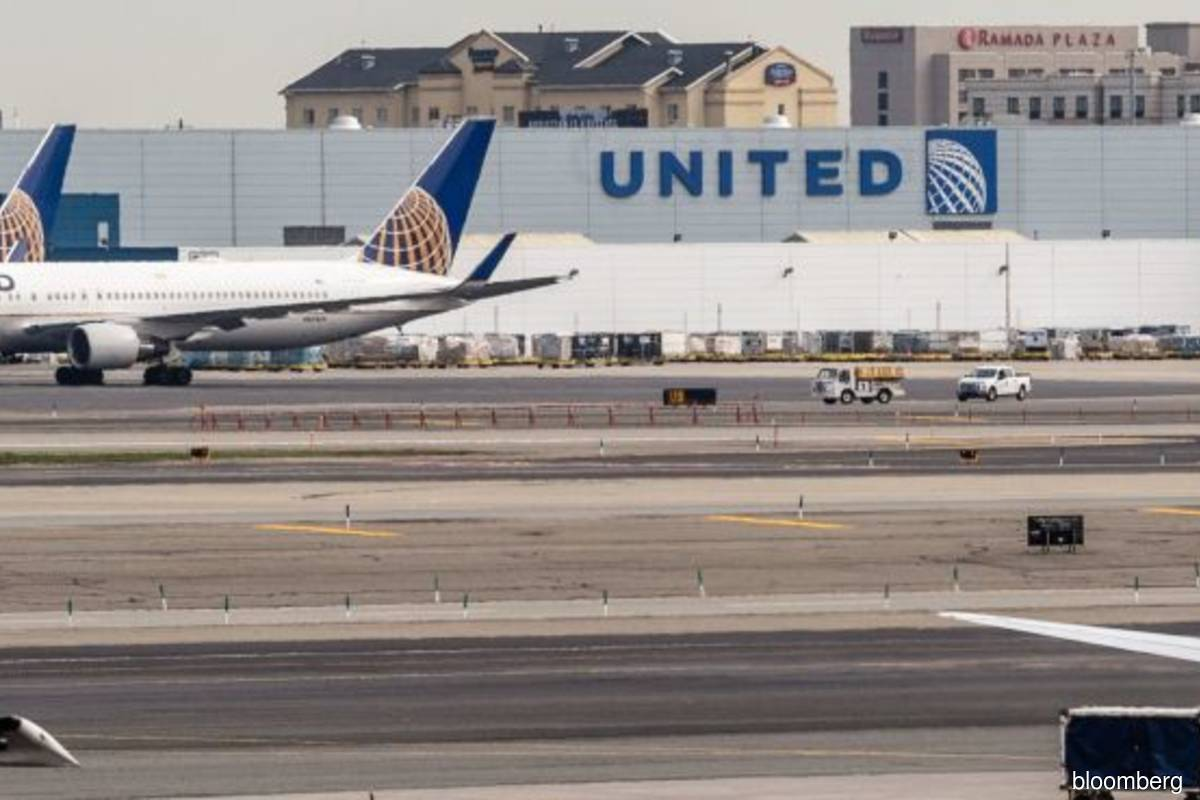 United Air to put some unvaccinated workers on forced leave