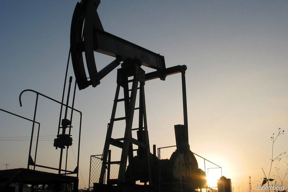 Oil prices rise over 2% as USinventories decline