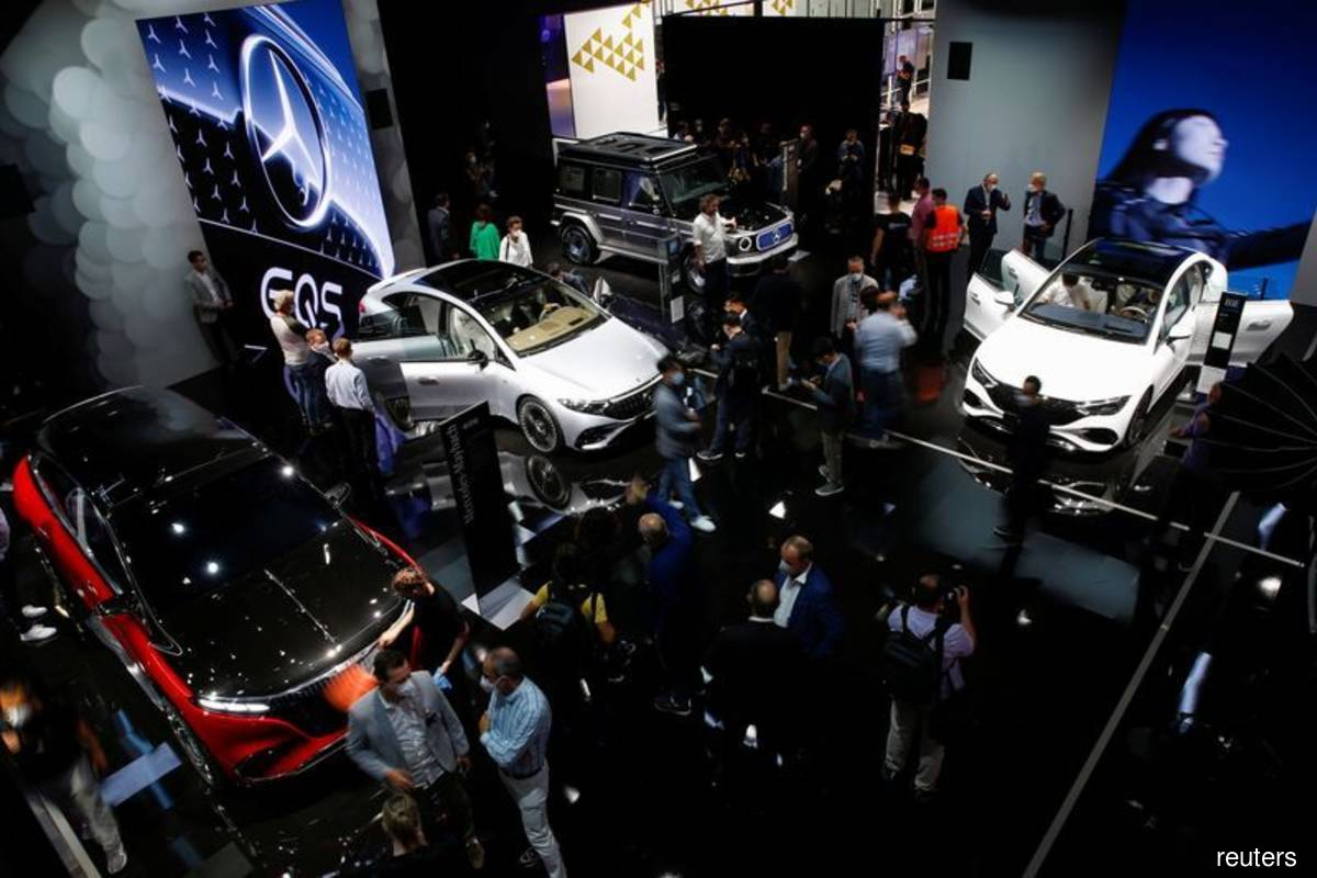 Visitors stand at Mercedes booth ahead of the Munich Motor Show IAA Mobility 2021 in Munich, Germany on Monday, Sept 6, 2021. (Photo by Michaela Rehle/Reuters)