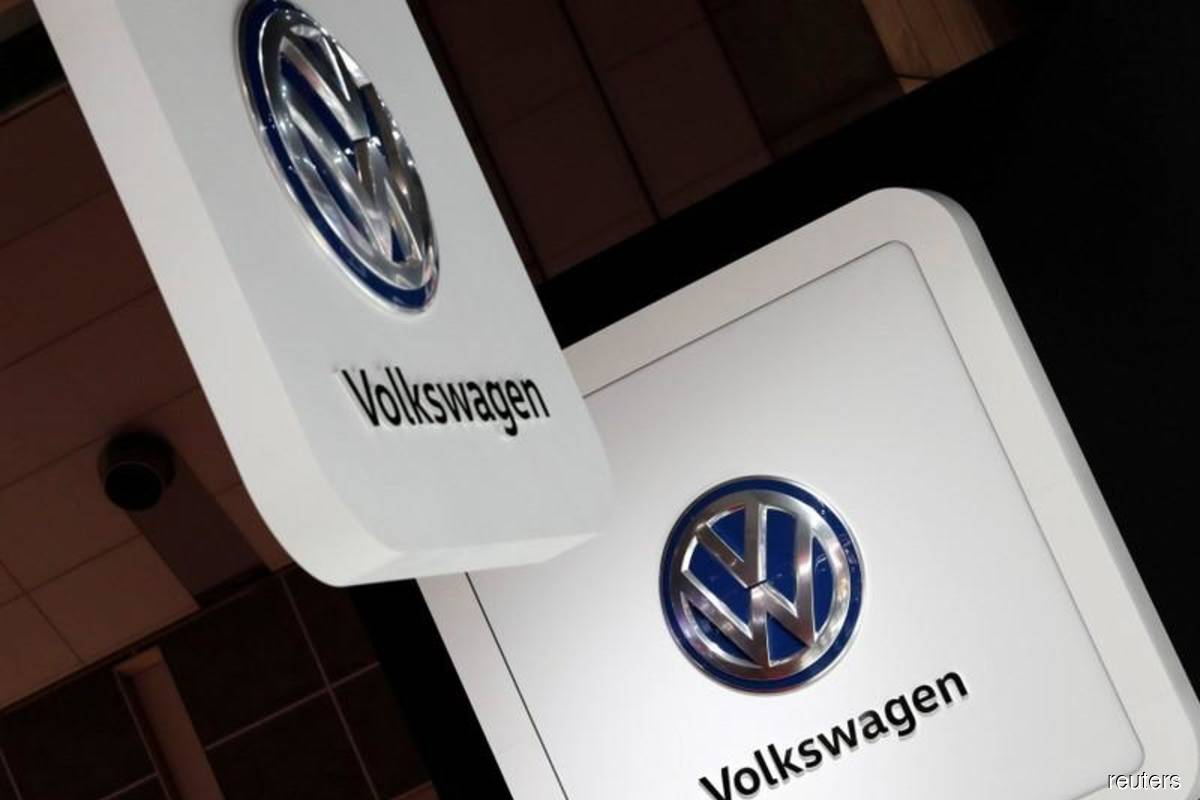 Volkswagen shares gain as CEO gets backing from supervisory board