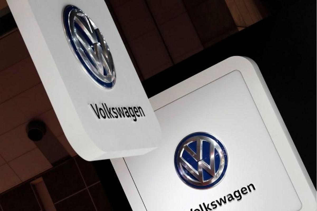 Volkswagen faces leadership crisis as CEO demands vote of confidence