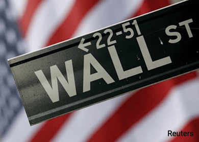 Wall St ends flat, indexes post best week of 2016