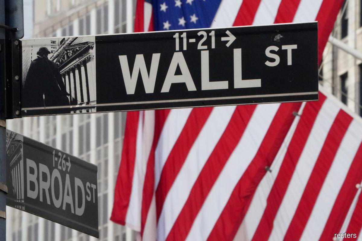 Dow, S&P 500 fall as Covid-19 pandemic rages on