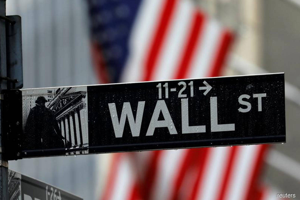 S&P 500 ends down as Walt Disney weighs