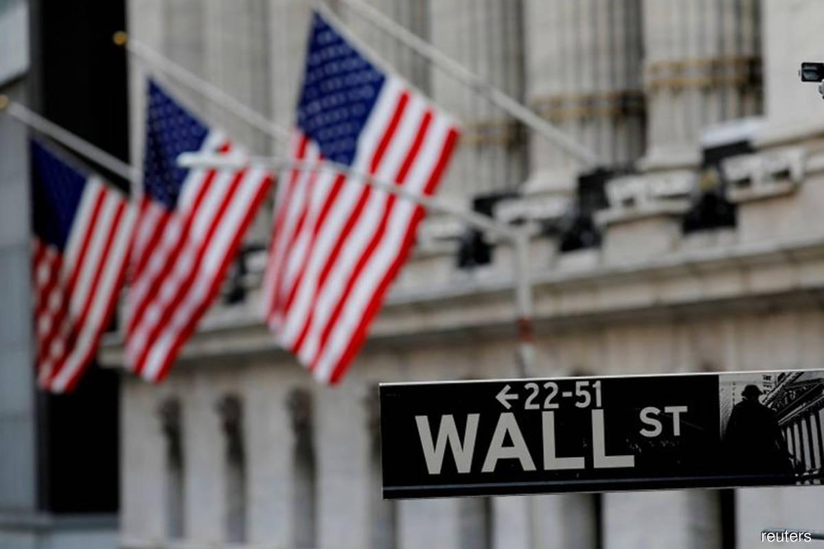Tech lifts S&P 500, Nasdaq; indices post gains for quarter
