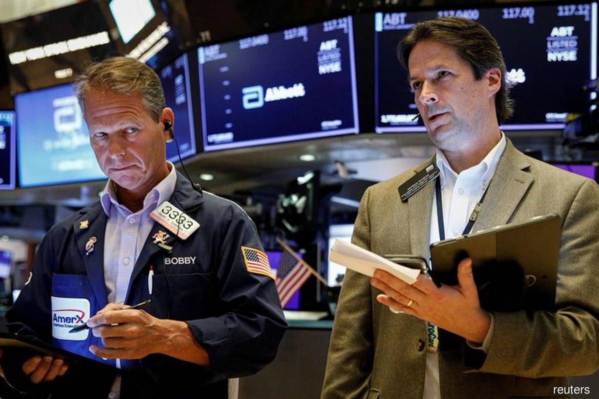 Wall Street ends higher as investors bet on positive earnings season