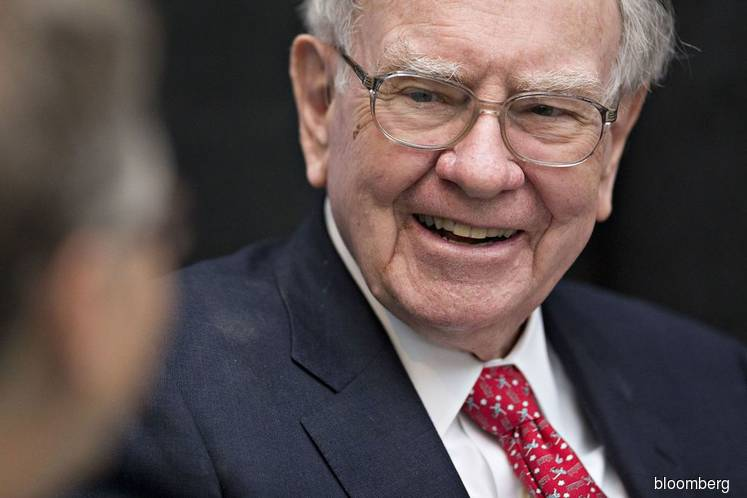 Buffett finally embraces Amazon as Berkshire acquires stake
