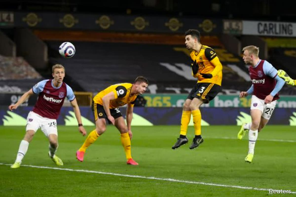 West Ham tame Wolves to break back into top four