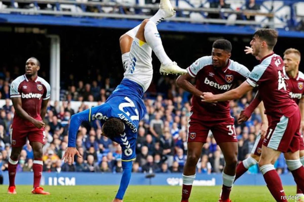 West Ham snatch battling win at Everton