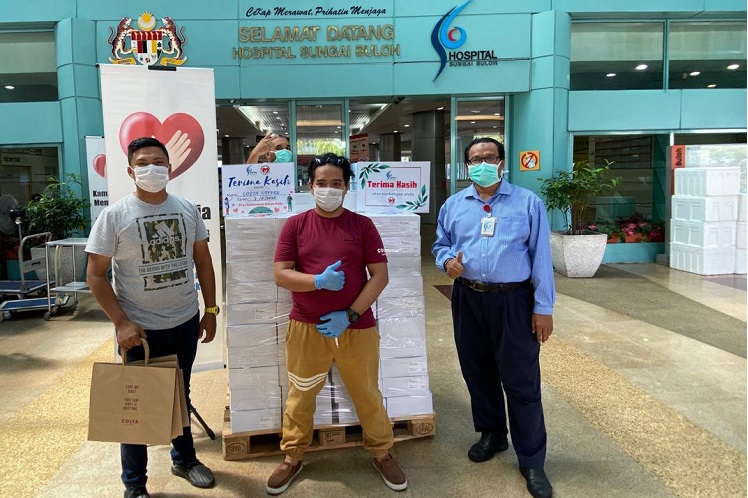 Contribution to frontliners at Sungai Buloh hospital (Photo by Costa Coffee)