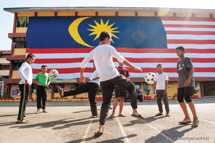 Run-Up To GE14: BN, PH promise youth jobs and higher wages as analysts see fatigue
