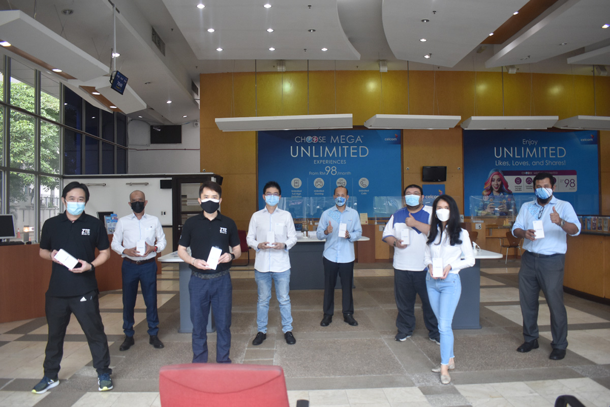 ZTE handed over devices collected from their associates and contractors to Celcom, as a contribution for the MyBaikhati device crowdsourcing initiative by telecommunications industry.