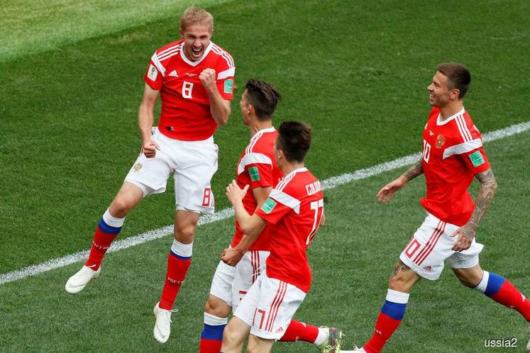 World Cup hosts Russia qualify for the round of 16