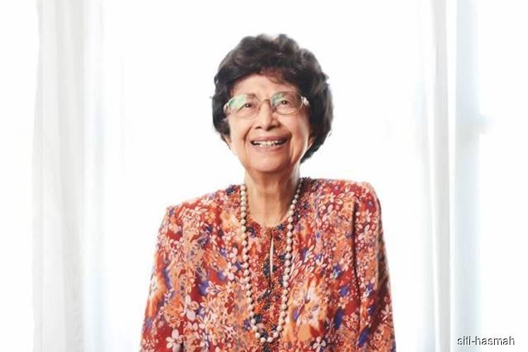 Dr Siti Hasmah conferred 'Ibu Negara' award by ASLI