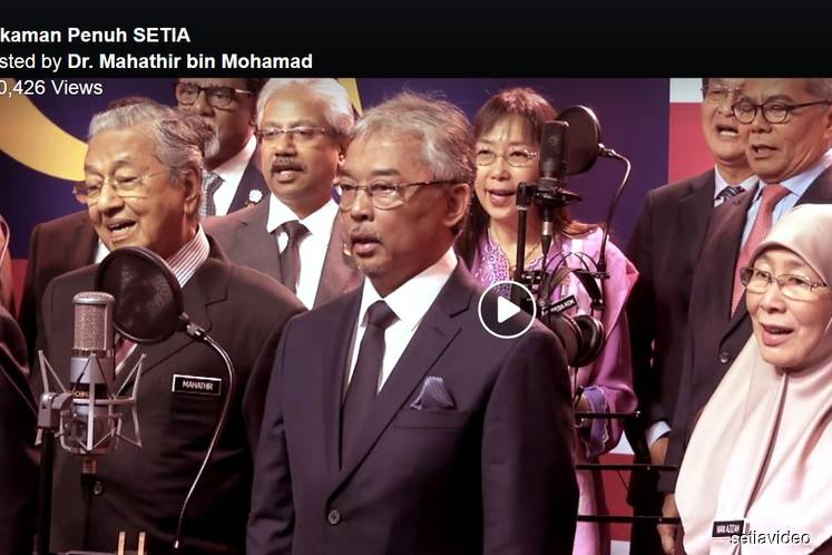 Agong, PM, Ministers belt out patriotic song 'Setia'
