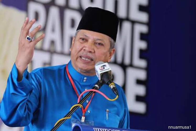 UMNO will wait for palace statement on PM candidate — Annuar