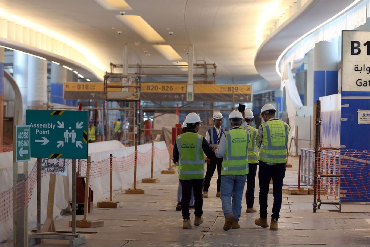 Visitors tour the construction site of the midfield terminal of Abu Dhabi International Airport in Abu Dhabi, United Arab Emirates, Nov 6, 2017. (Photo by Reuters)