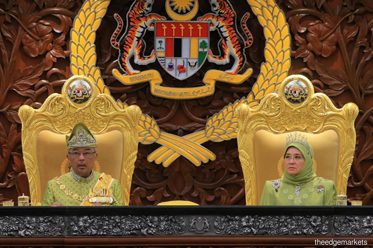 Yang di-Pertuan Agong Al-Sultan Abdullah Ri'ayatuddin Al-Mustafa Billah Shah (left) and Raja Permaisuri Agong Tunku Hajah Azizah Aminah Maimunah Iskandariah (right)