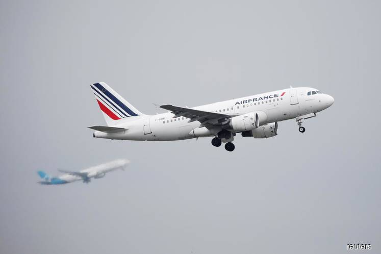 Global air traffic could drop by up to 1.2 billion passengers -ICAO