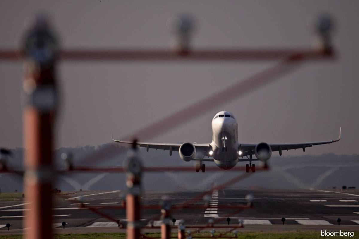 Airlines balk at refunds after UK tells travellers not to fly