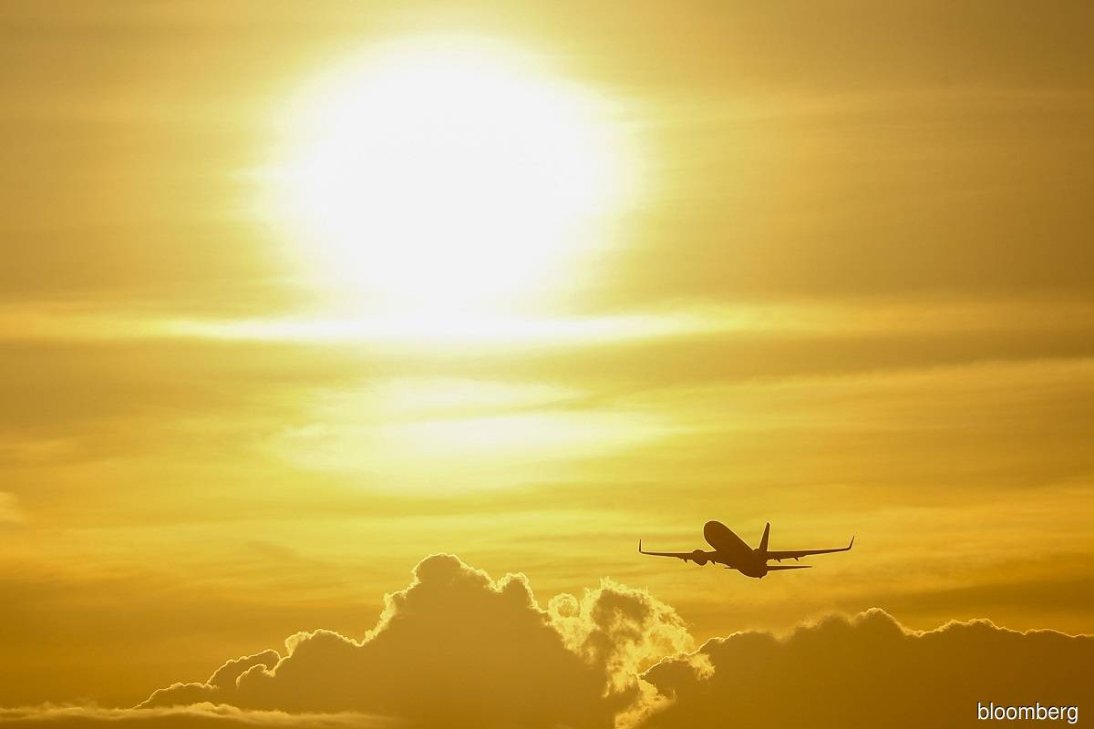 Airlines see sharply lower losses in 2022, recovery in sight
