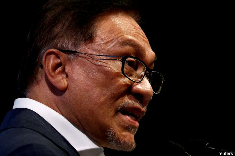 The brewing crisis is the latest chapter of the stormy relationship between Mahathir, 94, and Anwar, 72, that has dominated Malaysian politics for decades. (Photo by Reuters)
