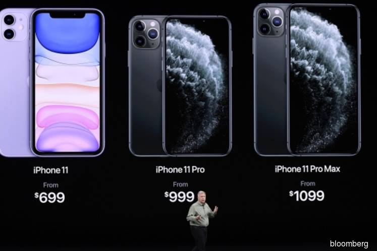 Apple Bets on Cameras, New Pro Model to Sell Its Latest iPhones