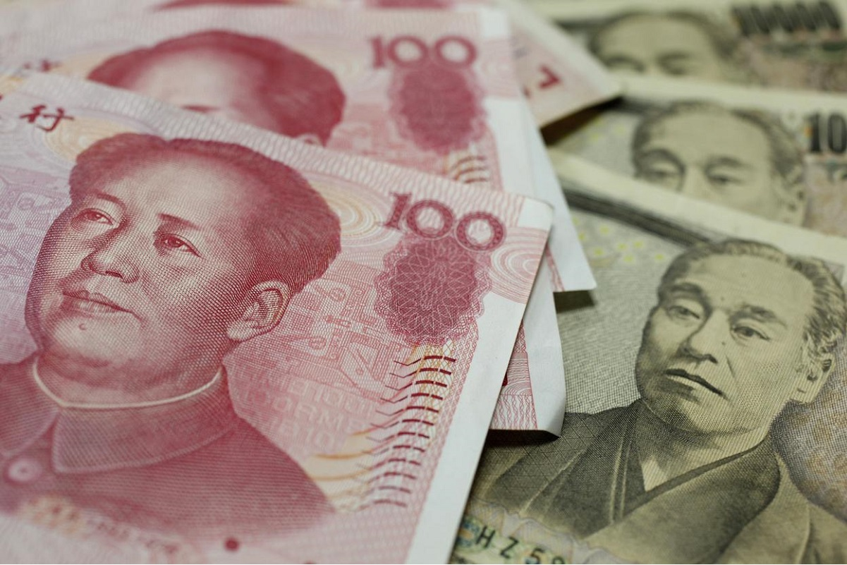 US dollar bounce hits Asian FX, glove makers pull Malaysia stocks lower