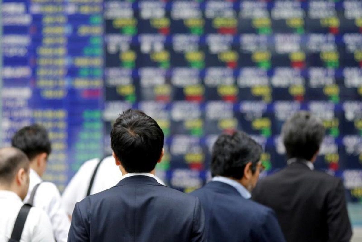 Asian shares down, US dollar ticks up as US stimulus talks drag
