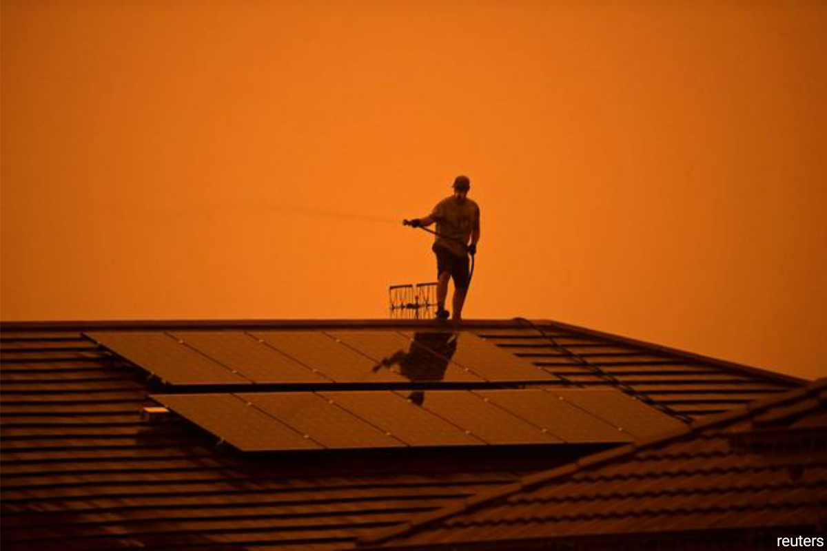 Weekend scorcher: Australia braces for first major heat wave of fire season