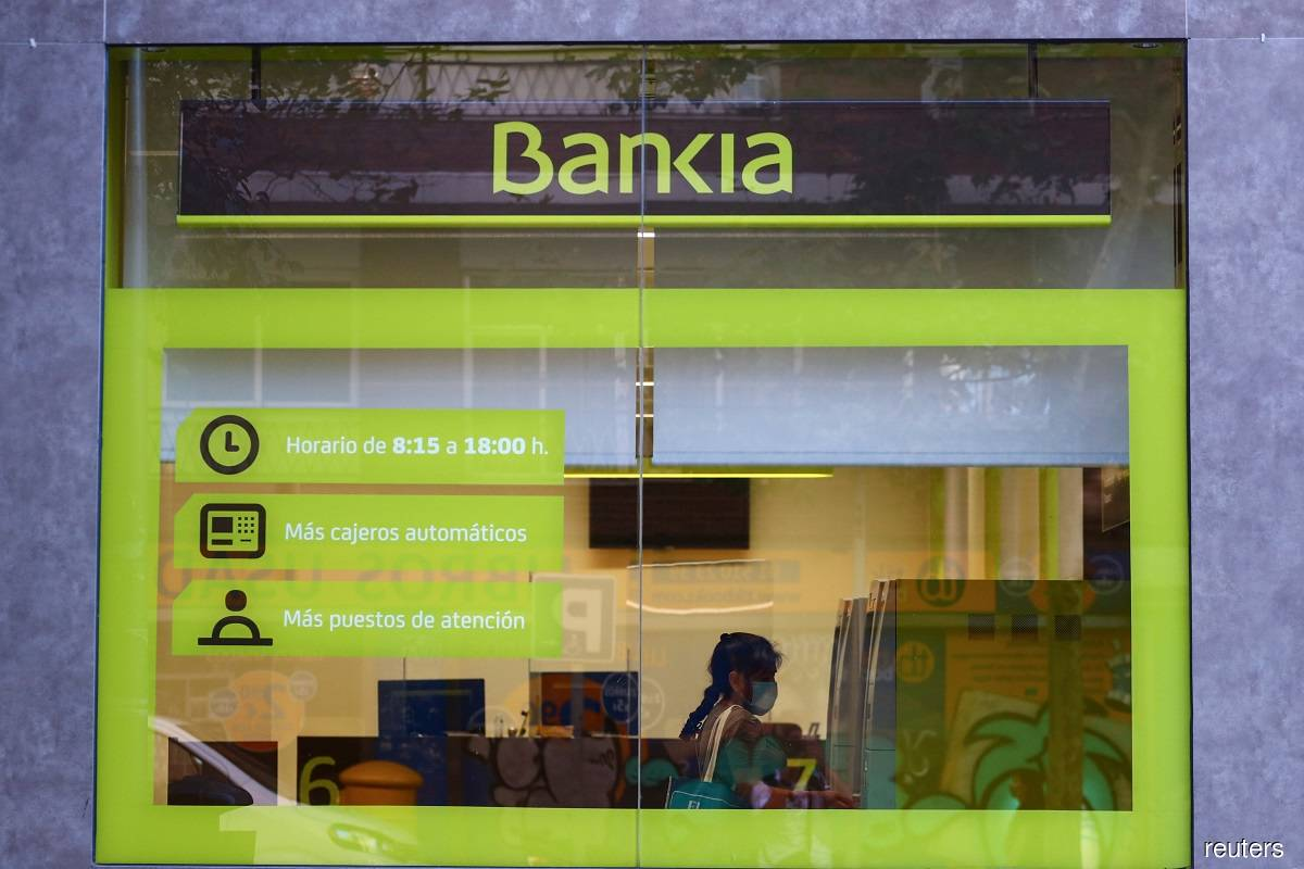 Caixabank values Bankia at €4.3 billion in deal to become biggest Spanish bank
