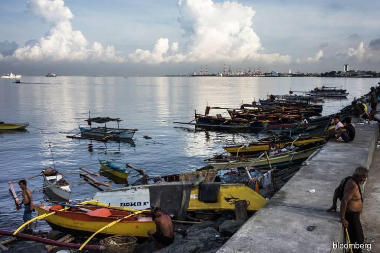 China should sanction 'barbaric' fishing crew, Philippines says