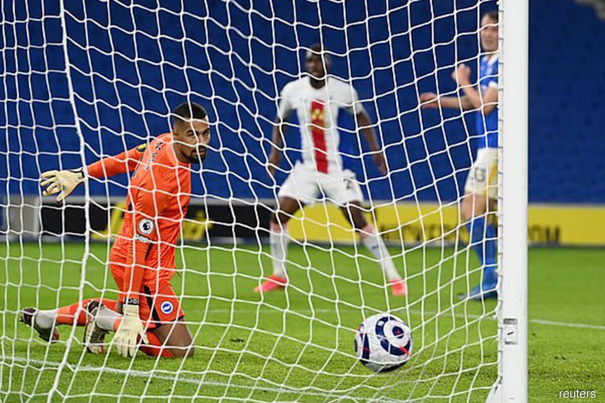 Benteke's last-gasp goal hands Crystal Palace win over Brighton