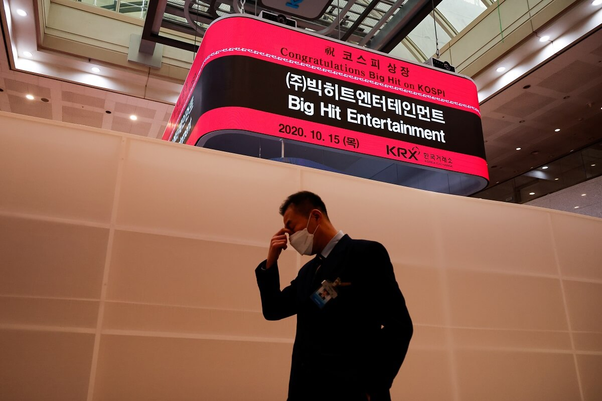 n employee walks past a electronic board showing an information of Big Hit Entertainment's initial public offering ceremony at the Korea Exchange in Seoul, South Korea, Oct 15, 2020. (Photo by Reuters)