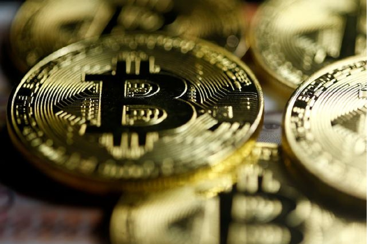 Bitcoin slumps 10% as pullback from record high gathers pace