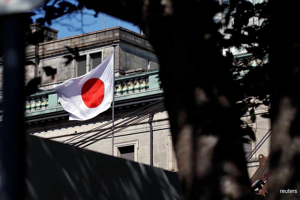 Abe tweets that he has visited Yasukuni Shrine