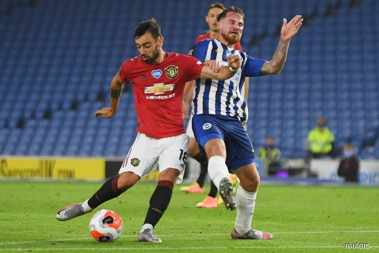 Fernandes double steers Man United to 3-0 win at Brighton