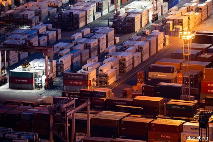 Japan's Economy Decelerates Sharply Amid Export Slump